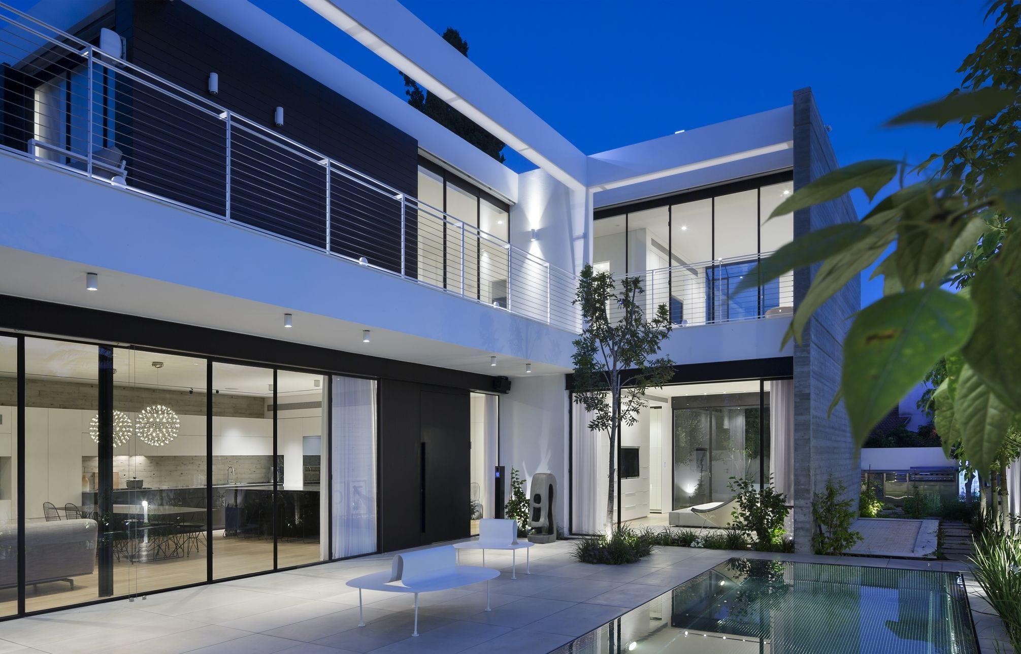 ויטרינות וחלונות מפרופיל בלגי ברזל בעיצוב מודרני