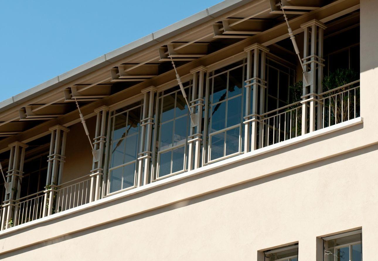 בית בתל-אביב – פרופיל בלגי ברזל שמאפשר את החופש ליצור את הויטרינה האופטימלית