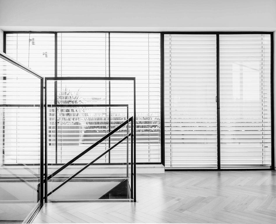 Read more about the article דירת גג בתל-אביב – מוצרי הברזל ממשיכים את הקו העיצובי הנקי