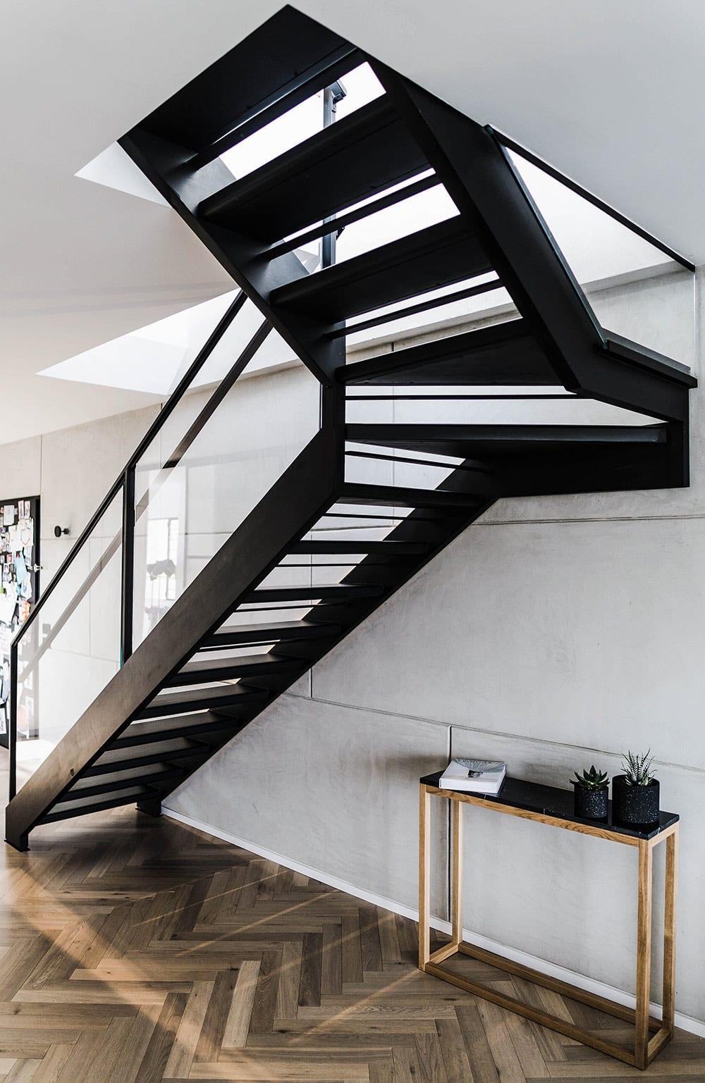 דירת גג בתל אביב - מוצרי הברזל ממשיכים את הקו העיצובי הנקי