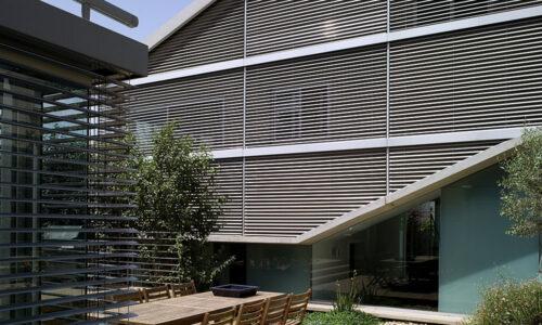 בית ברעננה – צלונים חיצוניים בהתאמה מושלמת לקווי המבנה