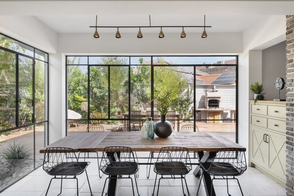 A huge window in the whole front of the house and the exit to the garden. Sliding opening of the window with a minimalist iron profile and a thermal window