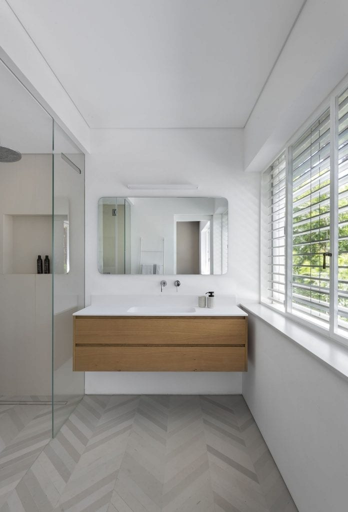 Belgian profile White iron Zinc spray against rust in wet rooms, bath and shower