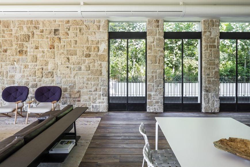 חלונות בלגיים מברזל, פרופיל בלגי ברזל, עיצוב קלאסי. חלונות ברזל מעוצבים המשתלבים בבית יוקרה | תובל מינימל