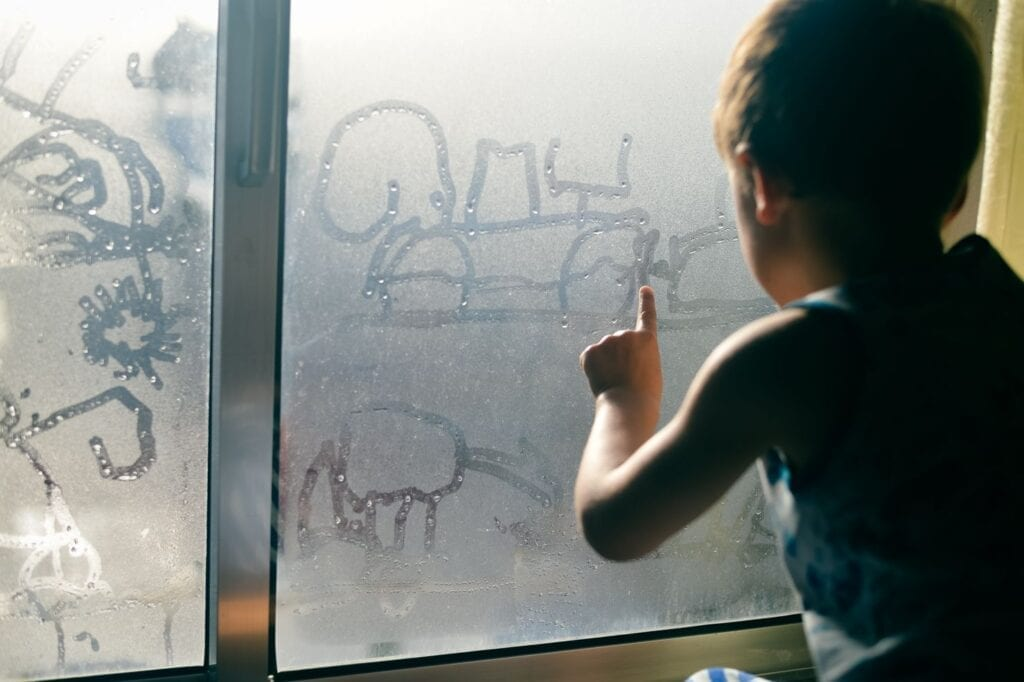 חלון בלגי עם פרופיל ברזל בלגי מבודד ואטום. חלונות מבודדים, חלון ללא עיבוי, חלונות לא מזיעים לבנייה ירוקה ולחיסכון אנרגטי   תובל מינימל