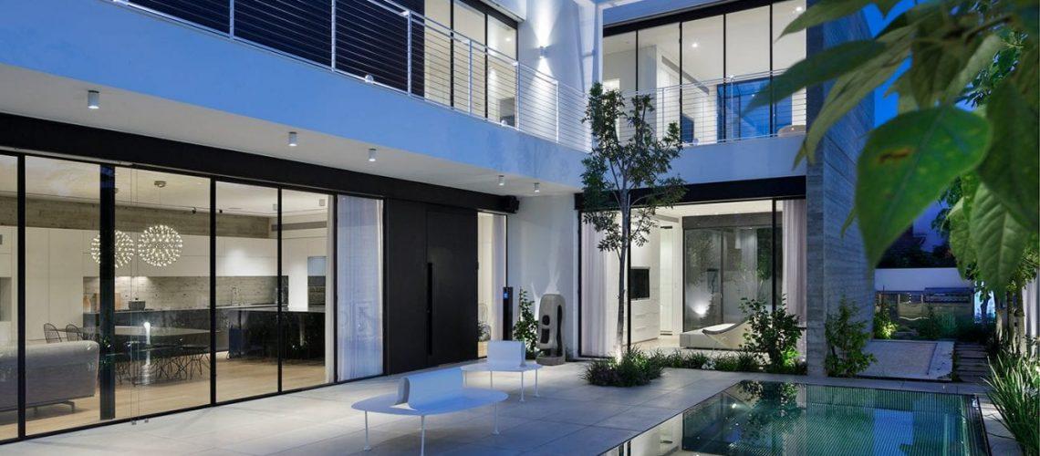 בית ברמת השרון - פרופיל בלגי ברזל בסגנון מודרני ומינימליסטי
